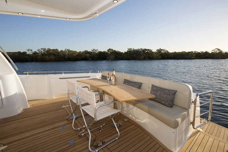 Maritimo M61 Cruising Motoryacht Entertaining